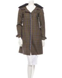 Abrigo con cuello de piel de tartán marrón