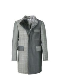 Abrigo con cuello de piel en gris oscuro