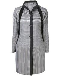 Abrigo con estampado geométrico en blanco y negro
