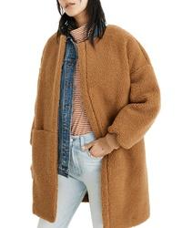 Abrigo de forro polar marrón claro