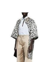 Abrigo de leopardo en blanco y negro