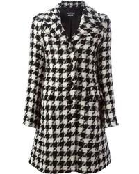 Abrigo de pata de gallo en blanco y negro de Moschino
