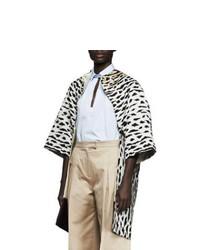 Abrigo de piel de leopardo en beige