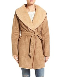 Abrigo de piel de oveja marrón claro