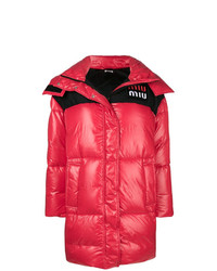 Abrigo de plumón rojo de Miu Miu