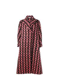Abrigo estampado rosado de Emilia Wickstead