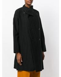 Abrigo negro de Issey Miyake