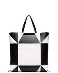 Bolsa tote de cuero con estampado geométrico en negro y blanco de Calvin Klein 205W39nyc
