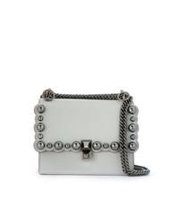Bolso bandolera de cuero con adornos gris de Fendi