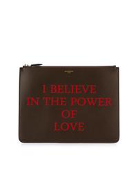 Bolso con cremallera de cuero estampado en marrón oscuro de Givenchy