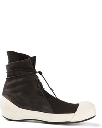Botas de cuero en negro y blanco