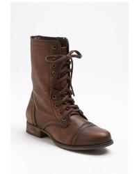Botas planas con cordones de cuero marrónes