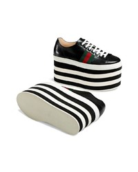Botines con cuña de cuero en negro y blanco de Gucci