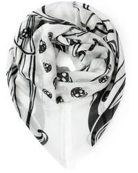 Bufanda estampada en blanco y negro de Alexander McQueen