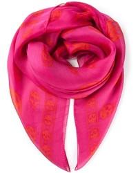 Bufanda rosa de Alexander McQueen