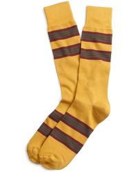 Calcetines de rayas horizontales amarillos