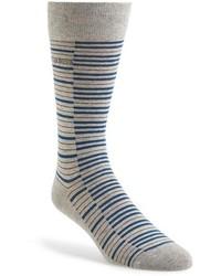 Calcetines de rayas horizontales grises