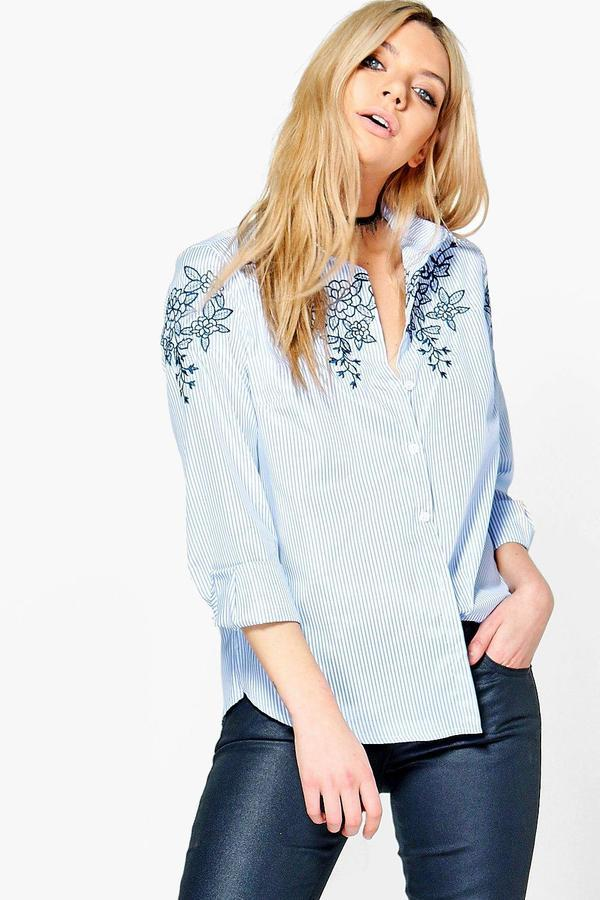 Camisa de vestir bordada celeste de Boohoo
