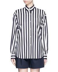Camisa de vestir de rayas verticales en blanco y azul marino