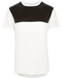 Camiseta con cuello circular en blanco y negro