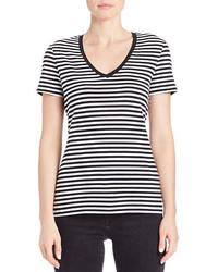 Camiseta con cuello en v de rayas horizontales en negro y blanco