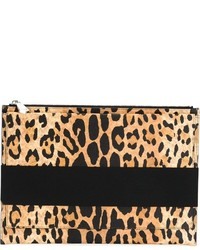 Cartera sobre de cuero de leopardo en beige de Givenchy