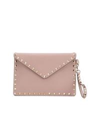 Cartera sobre de cuero rosada de Valentino