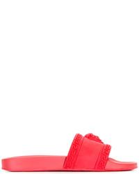 Chanclas de goma rojas de Versace