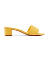 Chinelas de cuero amarillas