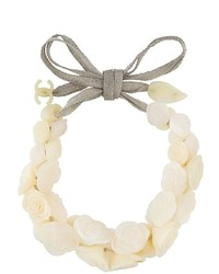 Collar blanco de Chanel