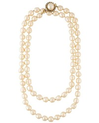 Collar de perlas blanco de Chanel