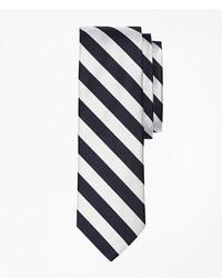 Corbata de rayas verticales en blanco y negro