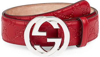 18f0e93dac694 Correa de Cuero Roja de Gucci  dónde comprar y cómo combinar