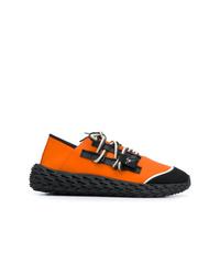 Deportivas en negro y naranja de Giuseppe Zanotti Design