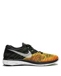 Deportivas en negro y naranja de Nike