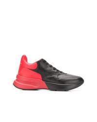 Deportivas en rojo y negro de Alexander McQueen