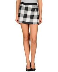 163cea5b0 Cómo combinar una falda a cuadros en negro y blanco (11 looks de ...