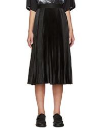 Falda de satén plisada negra