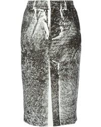Falda lápiz estampada en blanco y negro de McQ by Alexander McQueen
