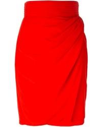 Falda lápiz roja de Versace