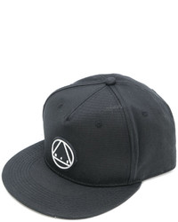 Gorra de béisbol negra de McQ