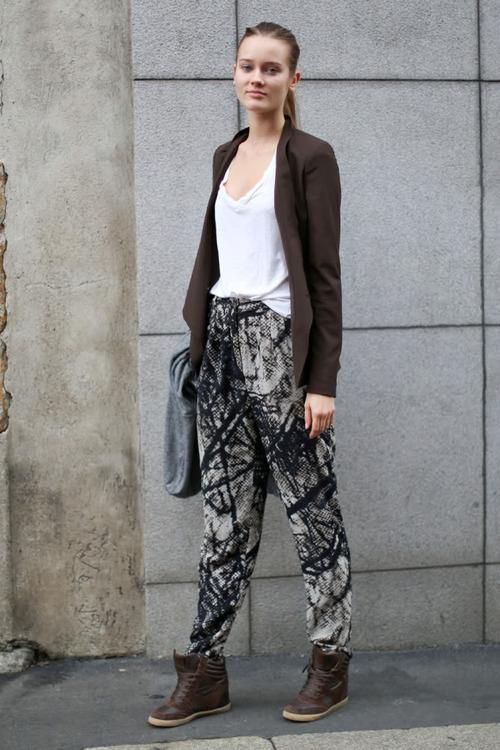 Combinar blazer marron oscuro mujer