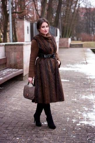 Como combinar un abrigo cafe oscuro