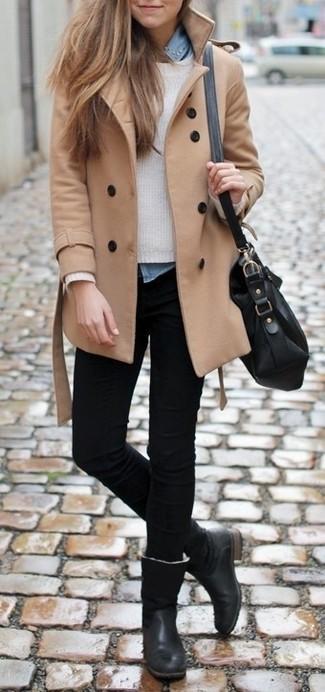 Utiliza un abrigo marrón claro y unos vaqueros pitillo negros y te verás como todo un bombón. Botas de caña alta de cuero negras son una opción buena para completar este atuendo.