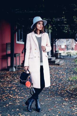 Considera emparejar un abrigo beige junto a unos pantalones pitillo negros para después del trabajo. Botines de cuero negros de mujeres de Dsquared2 son una sencilla forma de complementar tu atuendo.
