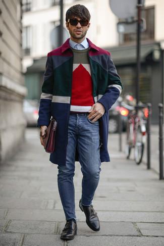 Look de moda: Abrigo Largo en Multicolor, Jersey con Cuello Circular con estampado geométrico en Multicolor, Camisa de Vestir Celeste, Vaqueros Pitillo Azules