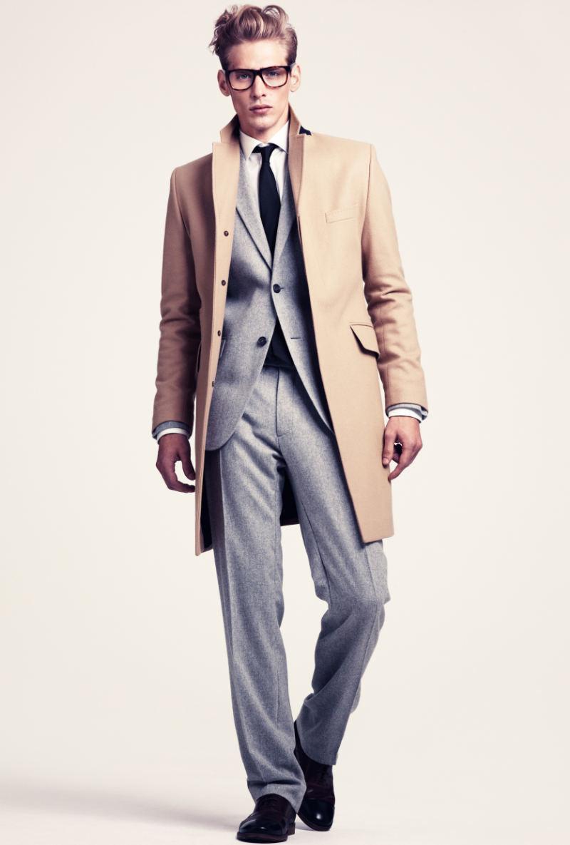 Abrigo gris traje