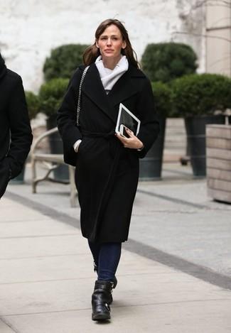 Abrigo negro vaqueros azul marino botines negros bufanda gris large 1442