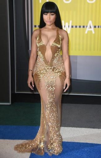 Look De Nicki Minaj Anillo Dorado Pulsera Dorada Vestido