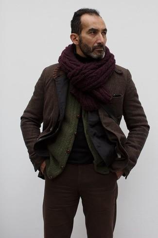 Cómo combinar: blazer de algodón negro, blazer de lana en marrón oscuro, cárdigan de punto verde oliva, jersey de cuello alto negro